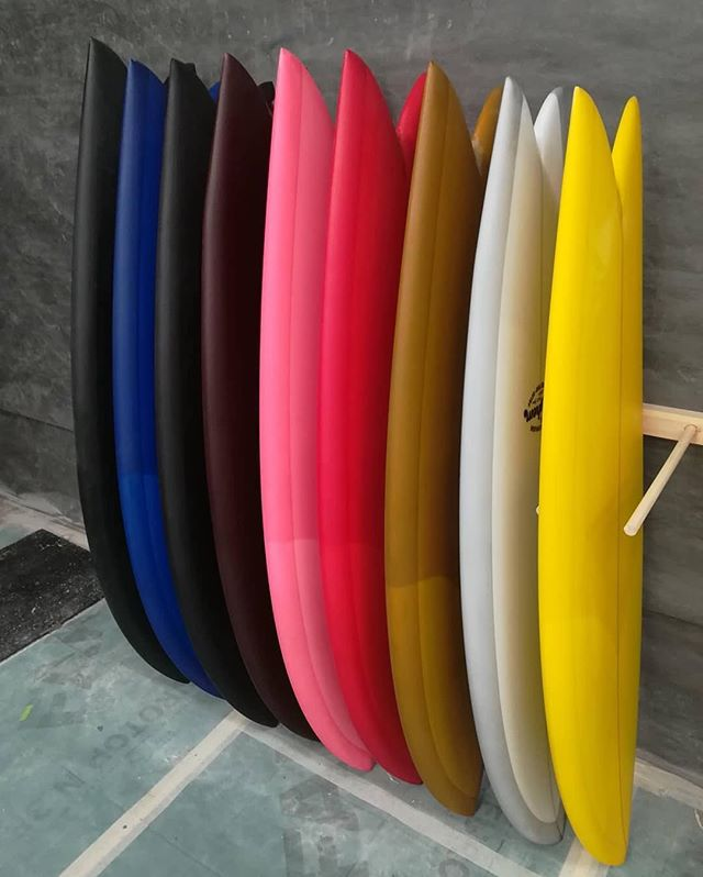 School of fish by @christensonsurfboards and @lostsurfboards going through the shop at @pukassurf via @nicolassaintcas #christensonsurfboards #lostsurfboards #pukassurf #resinart #surfboard