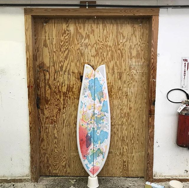 Fishy by @surfboardsbyjoshpeterson with color work gleaned from working side by side with @angke_loveflowandsoul #joshpeterson #poshjeterson #surfboardsbyjoshpeterson #resinart #surfboard