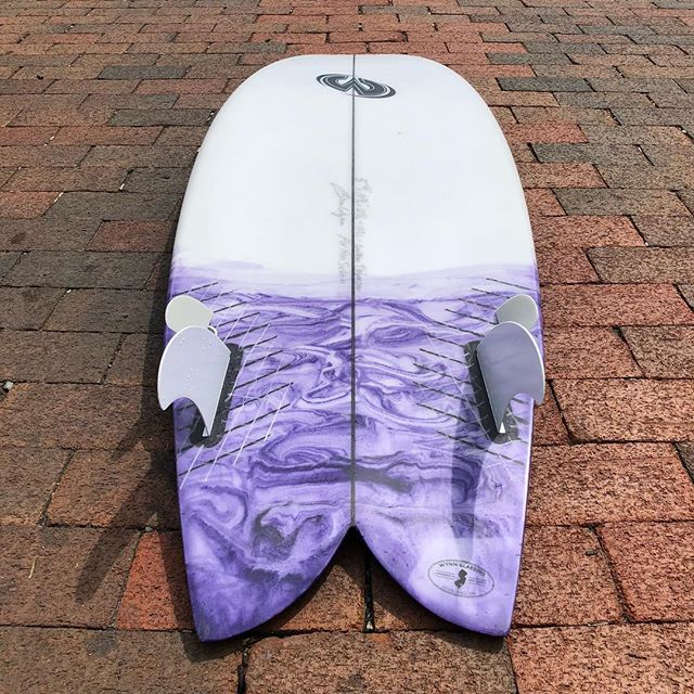 "5'2"" x 19 3/4"" x 2 5/16"" 28L TWynnzer by @brian_wynn_surfboards I'm really stoked on the responsiveness of this one! Brian told me to expect the feel of a fish that turns on a dime and he was spot on. This thing was tailor made for the crap waves I surf 95% of the time. Thanks again, @brian_wynn_surfboards !! 🙌🏼🙌🏼 Give @brian_wynn_surfboards a follow and if you're nearby, check out the TWynnzers on the racks at @heritagesurfoc @heritageocboardroom #brianwynnsurfboards #twynnzer #twinzer #resinart #surfboard #ronsquiver #kookselfie #belowaveragejoe"