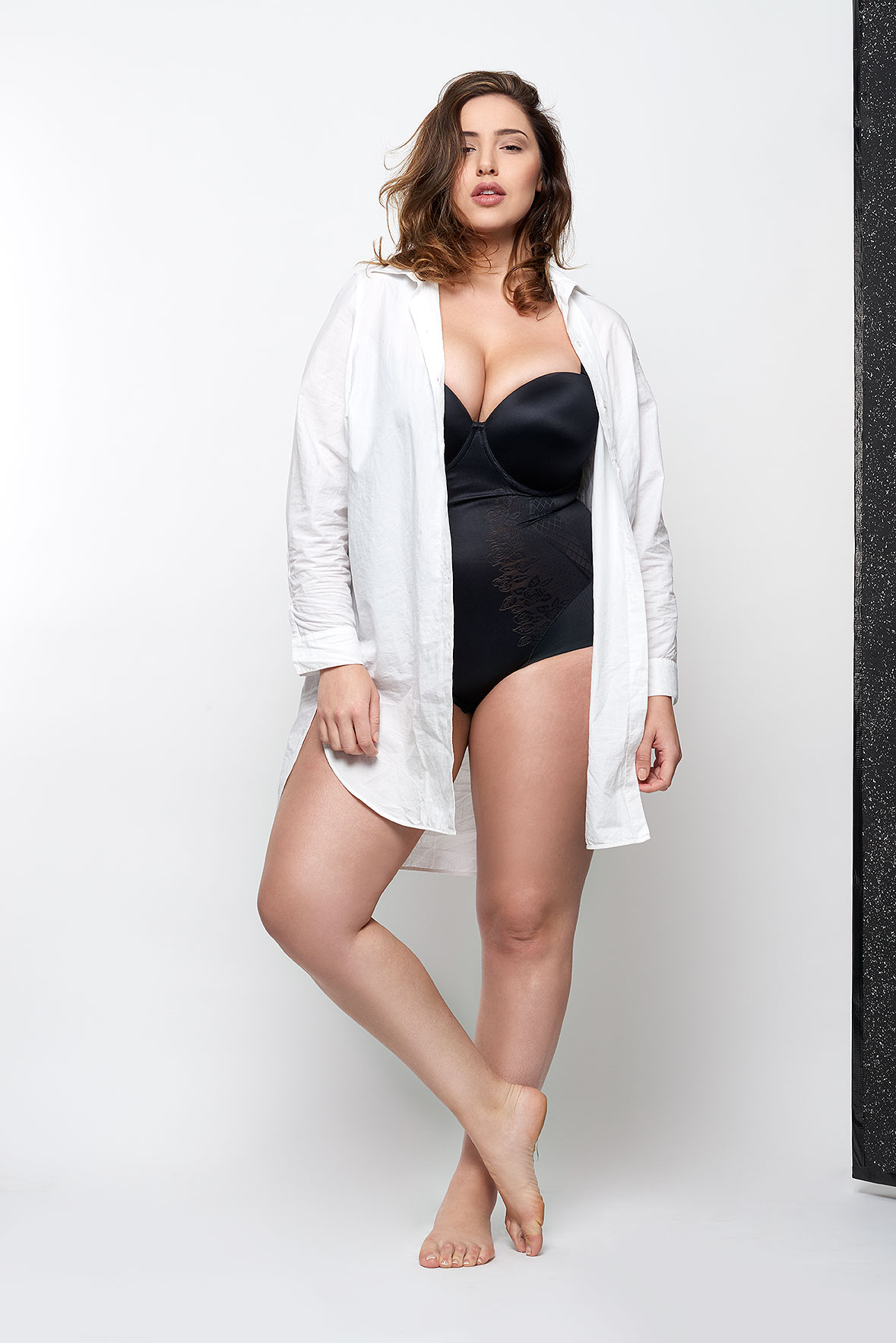 Jada-models-one-1-la-vie-en-lingerie-lingerie-la-femme-plus-size-model-black-bodysuit-white-shirt-04