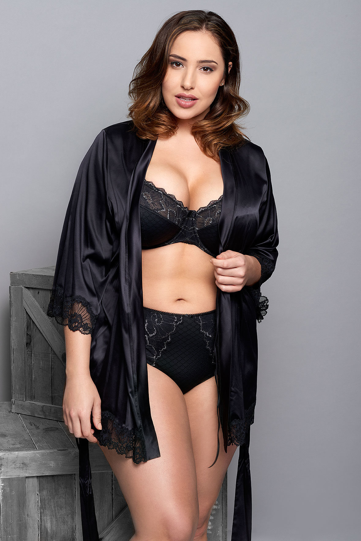 Jada-models-one-1-la-vie-en-lingerie-lingerie-la-femme-plus-size-model-black-robe-06