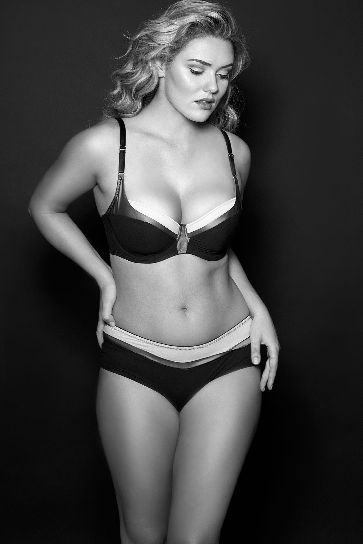 Lingerie-la-femme-larger-cup-lingerie-plus-size-model-kate-m-milk-models-all-undone-08