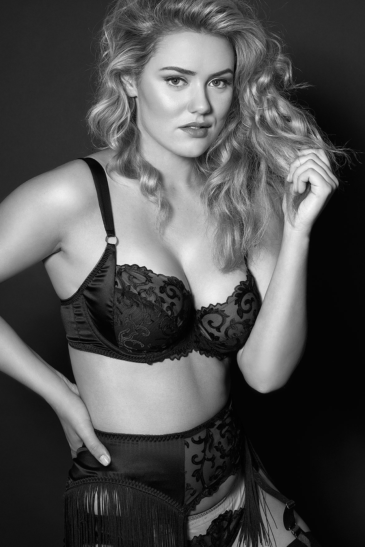 Lingerie-la-femme-larger-cup-lingerie-plus-size-model-kate-m-milk-models-harlow-and-fox-09