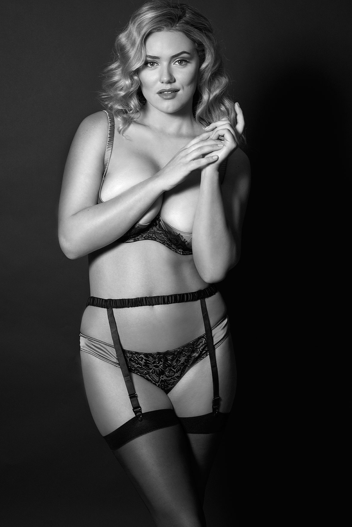 Lingerie-la-femme-larger-cup-lingerie-plus-size-model-kate-m-milk-models-playful-promises-02