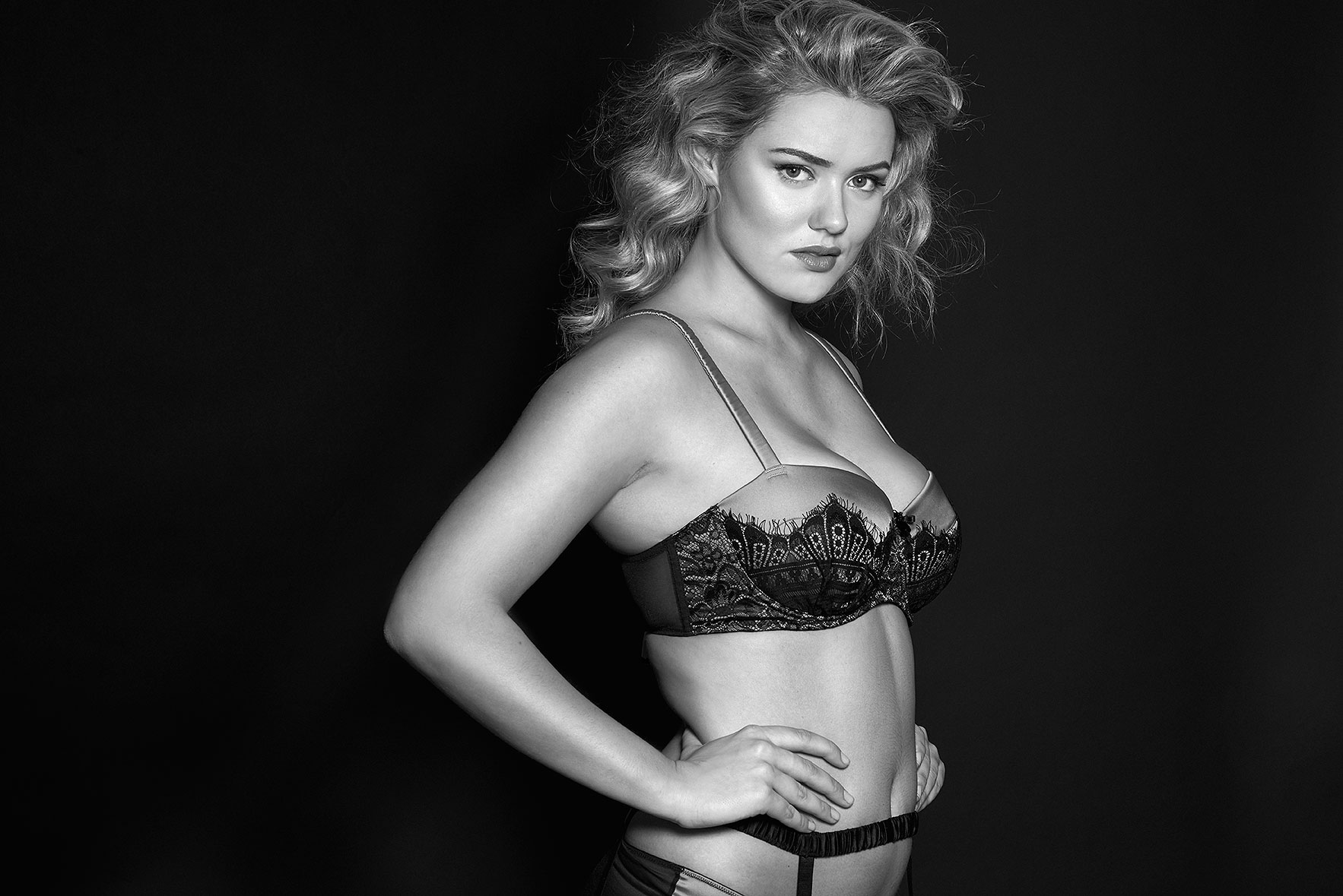 Lingerie-la-femme-larger-cup-lingerie-plus-size-model-kate-m-milk-models-playful-promises-04