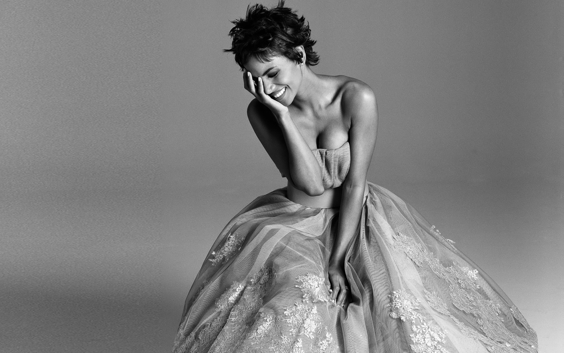halle-berry-2013-black-and-white_