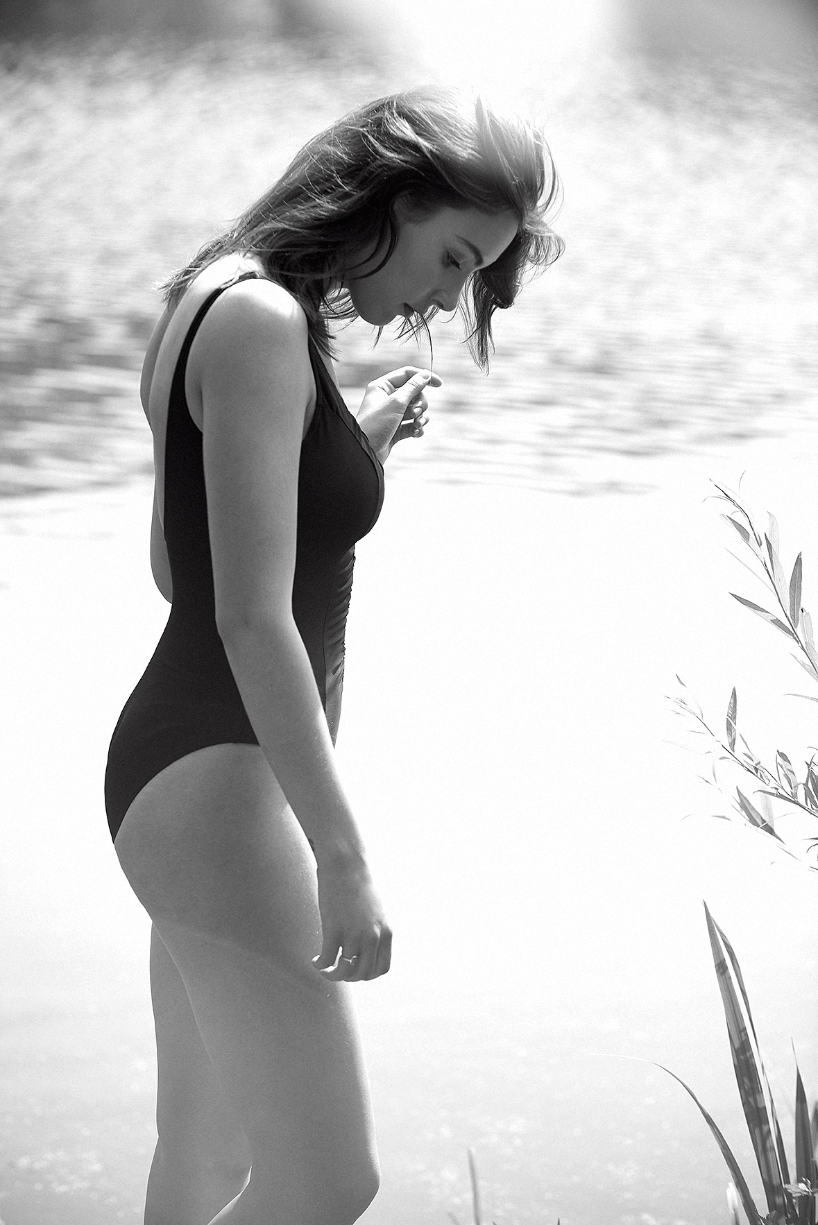 Miracle-suit-black-swimwear-hamstead-heath-pool-swimsuit-lingerie-la-femme-editorial-photoshoot-bathing-suit-08