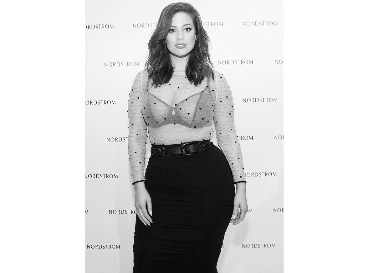 ashley-graham-model-lingerie-of-outerwear-2016-celebrity-style-02