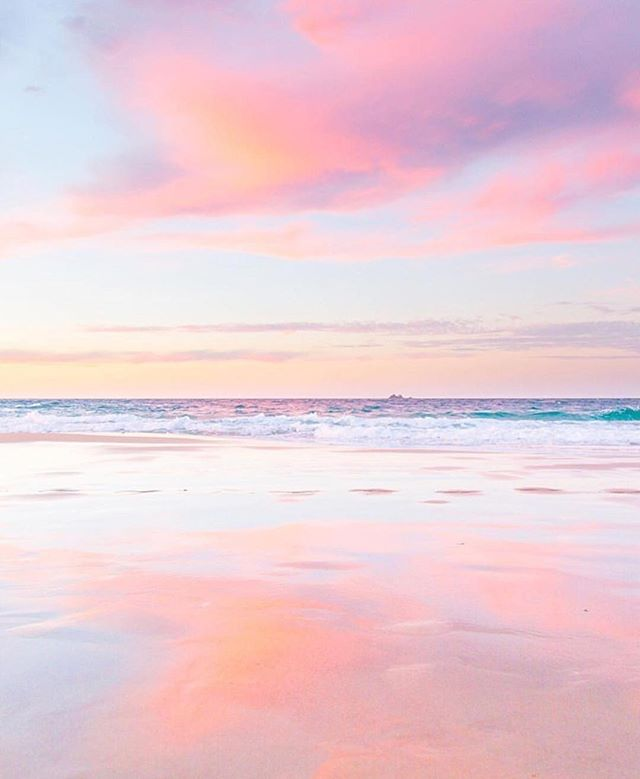 Feeling a little desperate for warmer weather & those cotton candy beach sunsets! Counting down the days til Memorial Day weekend and praying Mother Nature looks at the calendar sooner rather than later! 😉💕☀️🌸✨👙