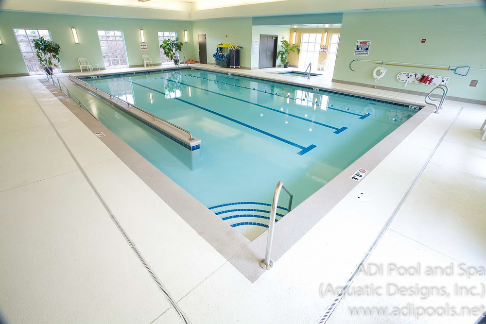 4-commercial-swimming-pool-with-knockdown-pool-deck.jpg