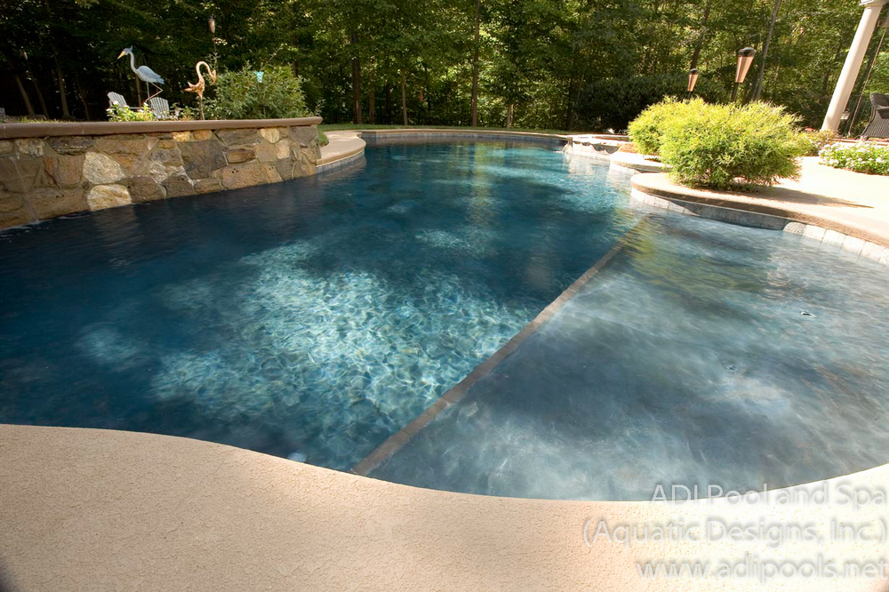 19-swimming-pool-thermal-ledge-with-umbrella-anchor.jpg