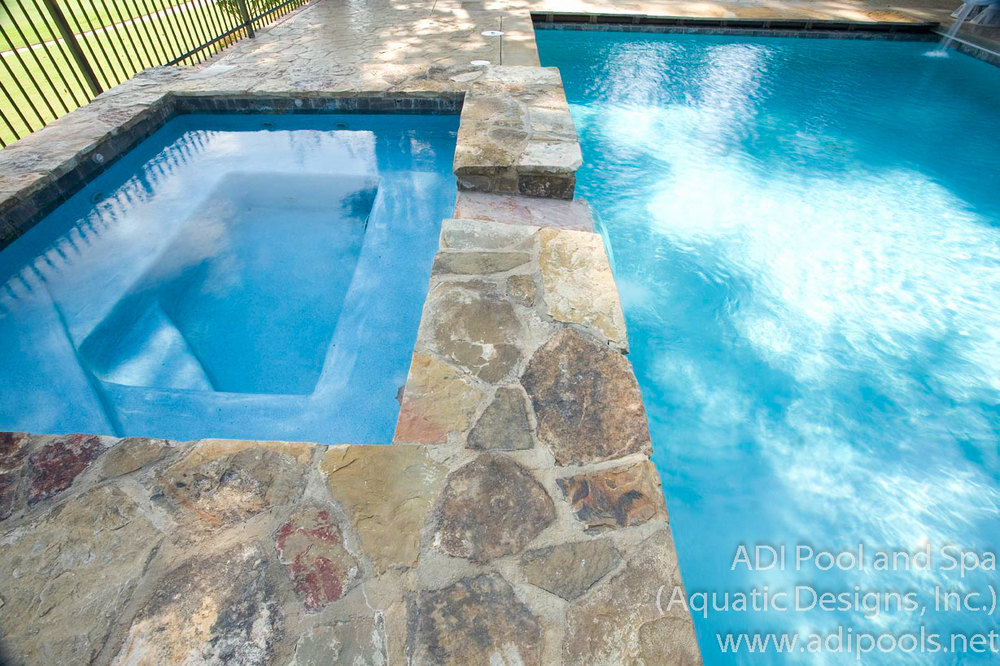 5-pool-and-spa-combination-with-blue-plaster.jpg