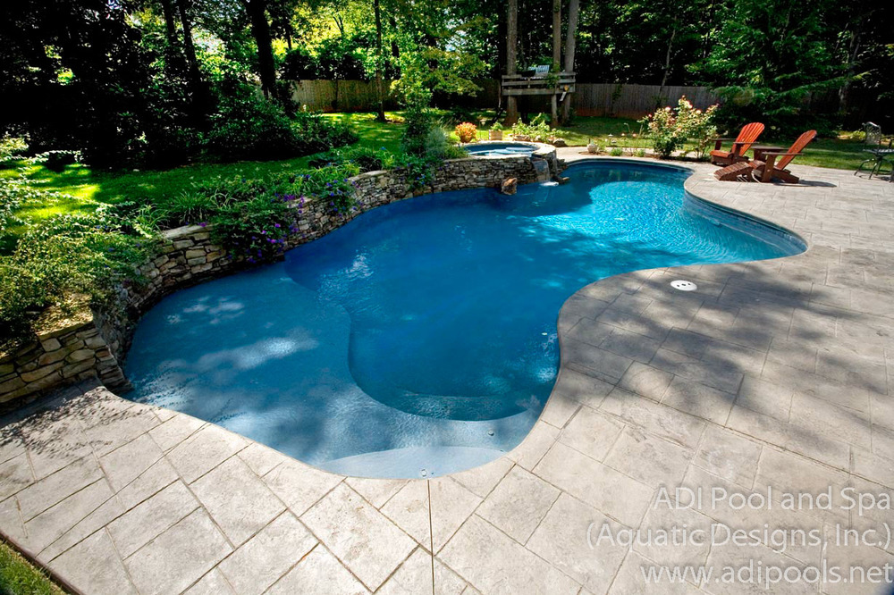 pool-and-spa-combination-with-sunshelf.jpg