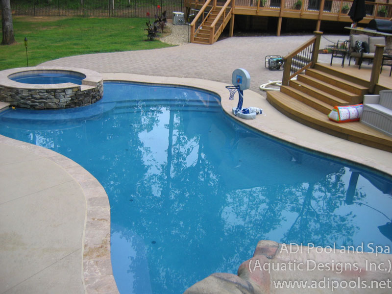 Ordinaire Swimming Pool With Thermal Ledge And Spa
