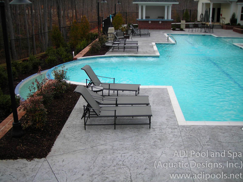 commercial-pool-with-vanishing-edge.jpg