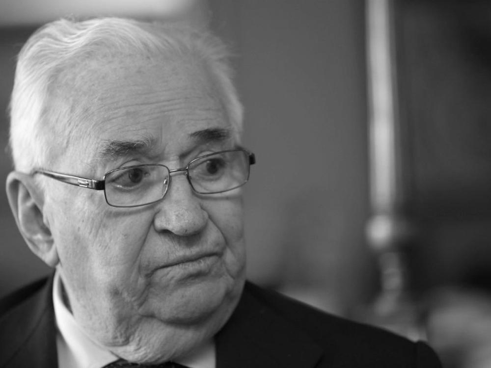 """Belisario Betancur, Colombia (1982-1986)  """"Gobernabilidad y democracia resultan compatibles en la medida en que estén unidas por el sentido racional de libertad, pero también por el respeto al derecho ajeno y al nuevo pero añejo deber de la preservación de la naturaleza""""."""