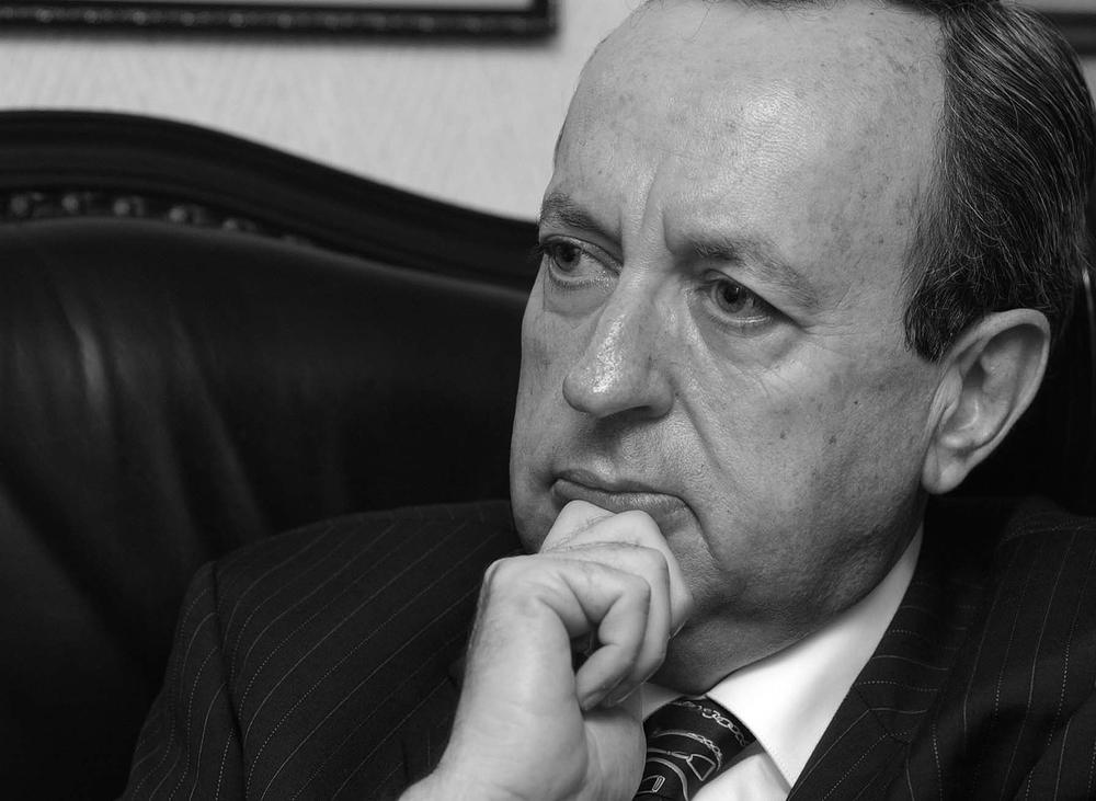 """Rafael Ángel Calderón, Costa Rica (1990-1994)  """"La democracia verdadera no se agota en los marcos formales de unas elecciones correctas y libres, sino que necesita de los vientos revitalizadores de la participación popular. La democracia nueva es democracia participativa""""."""