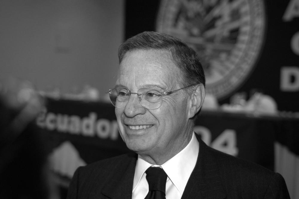 """Miguel Ángel Rodríguez E., Costa Rica (1998-2002)    """"Es una característica distintiva de nuestra época, el universal reconocimiento de que la vivencia plena de los derechos humanos, entendidos en su más amplia expresión, solo puede lograrse en el marco institucional que provee la democracia y que, en conjunción con el funcionamiento de mercados libres, éstos son los elementos fundamentales del desarrollo humano""""."""