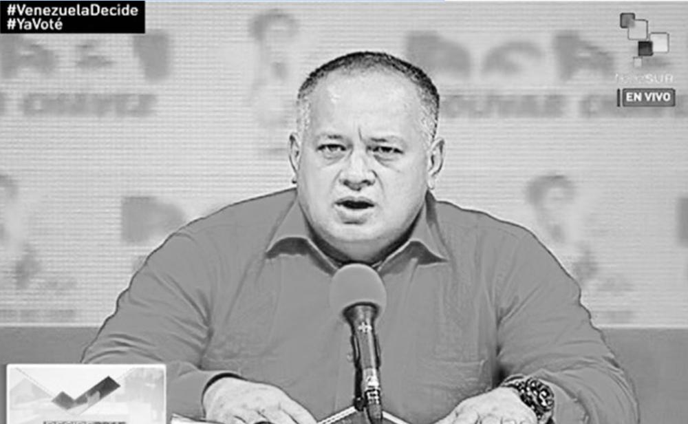 """SOLICITA EXPULSIÓN DE LOS EX PRESIDENTES DEL TERRITORIO NACIONAL Panorama, 6 de diciembre de 2015. El Presidente de la Asamblea Nacional, Diosdado Cabello, solicitará la expulsión de los expresidentes Andrés Pastrana (Colombia), Luis Alberto Lacalle (Uruguay), Jorge Quiroga (Bolivia). """"Rechazamos contundentemente, el Partido Socialista Unido de Venezuela (Psuv) y estamos seguros que el Gran Polo Patriótico, las declaraciones de estos expresidente Jorge Quiroga, Luis Alberto Lacalle y Andrés Pastrana;inamistosas fuera de lugar y fuera de contexto"""", refirió Cabello, la tarde de este domingo, tras el anuncio de la presidenta del Consejo Nacional Electoral (CNE), Tibisay Lucena, en el que se le retiraba irrevocablemente a Quiroga la credencial que se le emitió la mañana de este domingo como observador. http://www.panorama.com.ve/politicayeconomia/Cabello-Solicitaremos-la-expulsion-de-expresidentes-Quiroga-Pastrana-y-Lacalle-20151206-0053.html https://www.youtube.com/watch?v=sJdVXAkXaKo"""