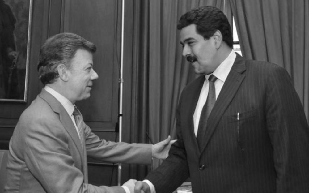EL TIEMPO ABOGA POR DIÁLOGO DE MADURO  El Tiempo, 12 de marzo de 2017.  Venezuela es, sin exagerar, una auténtica bomba de tiempo. Y de no hacer nada, el continente en general, y en particular Colombia, va a sentir el impacto de una situación para la cual nadie está preparado.  Por eso, más allá de apelar a la Carta Democrática de la OEA para castigar al gobierno de Nicolás Maduro o de quedarse varados en los roces que ya se están dando entre naciones hermanas, o incluso de las luchas ideológicas, dados los cambios que ha habido en el liderazgo continental, es vital que la región entera forje el ambiente propicio para que el diálogo que lidera el Vaticano, con el apoyo de los expresidentes José Luis Rodríguez Zapatero, Leonel Fernández, Martín Torrijos y Ernesto Samper, sea fructífero. Contra viento y marea. Cualquier acción que no vaya por ese lado es dar un salto al vacío.  http://m.eltiempo.com/opinion/editorial/venezuela-una-salida-civilizada-12-03-2017-66640