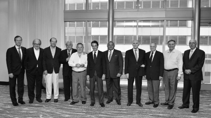 """FORO DE IDEA Y CÁTEDRA DEL MIAMI DADE COLLEGE EFE / 11 de octubre de 2017 Ex presidentes y líderes iberoamericanos analizarán el futuro de los partidos políticos y el estado actual de la democracia en Latinoamérica el próximo 25 de octubre en Miami, anunciaron este miércoles los organizadores del foro. Por segundo año consecutivo, el Miami Dade College (MDC) y la Iniciativa Democrática de España y las Américas (IDEA) organizan esta reunión, que en su próxima edición llevará el título """"¿Hacia la reinvención de los partidos políticos?"""". Entre los ponentes del fórum figuran el secretario general de la Organización de Estados Americanos (OEA), Luis Almagro; el ex presidente español José María Aznar; los ex mandatarios argentinos Eduardo Duhalde y Fernando de la Rúa y el uruguayo Luis Alberto Lacalle. http://www.elnuevoherald.com/noticias/sur-de-la-florida/article178285816.html"""