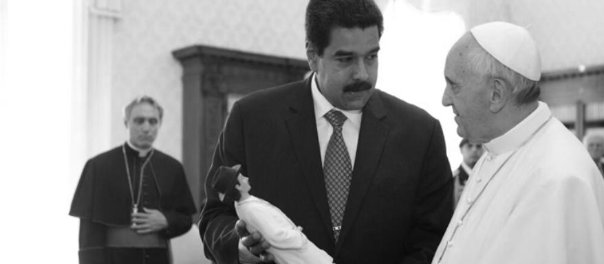 """PIDEN INTERVENCIÓN DEL VATICANO EN VENEZUELA El Nacional Web / 19 de septiembre de 2017 Los ex presidentes que conforman el grupo de Iniciativa Democrática de España y las Américas (IDEA), alertaron a los países americanos de las actuaciones del régimen de Nicolás Maduro contra los venezolanos a través de la Fuerza Armada Nacional Bolivariana (FANB) y grupos paramilitares. En un comunicado firmado por Oscar Arias y Laura Chinchilla, de México, Vicente Fox y Andrés Pastrana de Colombia, entre otros, los ex mandatarios apelan a la intervención del Papa Francisco para """"ponerle freno al desbordamiento dictatorial en Venezuela y pueda abrir espacios para una transición"""". Hicieron una alerta ante los gobiernos de los Estados partes de la Organización de Estados Americanos (OEA), acerca del clima de abierta represión y de afirmación de la dictadura de Nicolás Maduro mediante violencia inaudita con desprecio sin precedentes por los elementos esenciales de la democracia y componentes fundamentales. http://www.el-nacional.com/noticias/politica/presidentes-piden-intervencion-vaticano-crisis-venezolana_204307"""