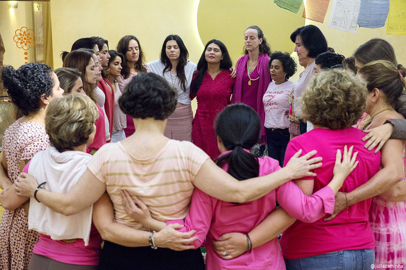 """CÍRCULO DE MULHERES - """"A chave para a Era de Aquário são os ensinamentos para as mulheres."""" - Yogi Bhajan"""