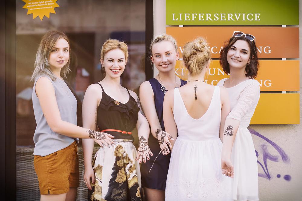 Von links nach rechts: ich, Viktoria von Vintagemädchen, Julia, Nora von Woodenquarter und Liv von Thankyouforeating.