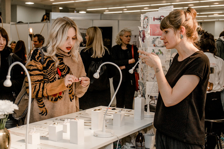 Die liebe Jess von Stadtelster und ich bei den Designers Open /  Photo: Gina Marry Photography