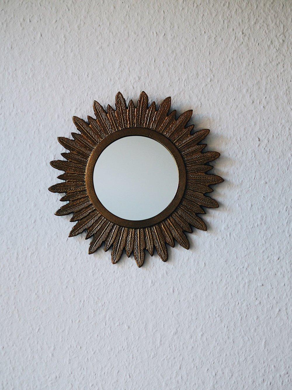 Mirror, Sun