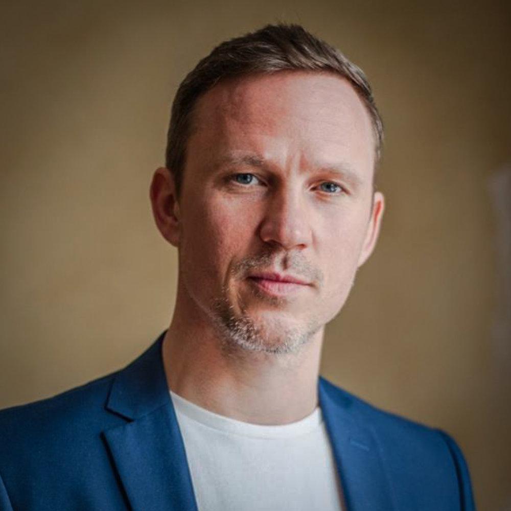 """<a href=""""https://www.linkedin.com/in/fionnconcannon"""" target=""""_blank""""><i><b>Fionn Concannon</i></b></a><br>Co-Founder & <br>Managing Director<br><b>Kite</b>"""