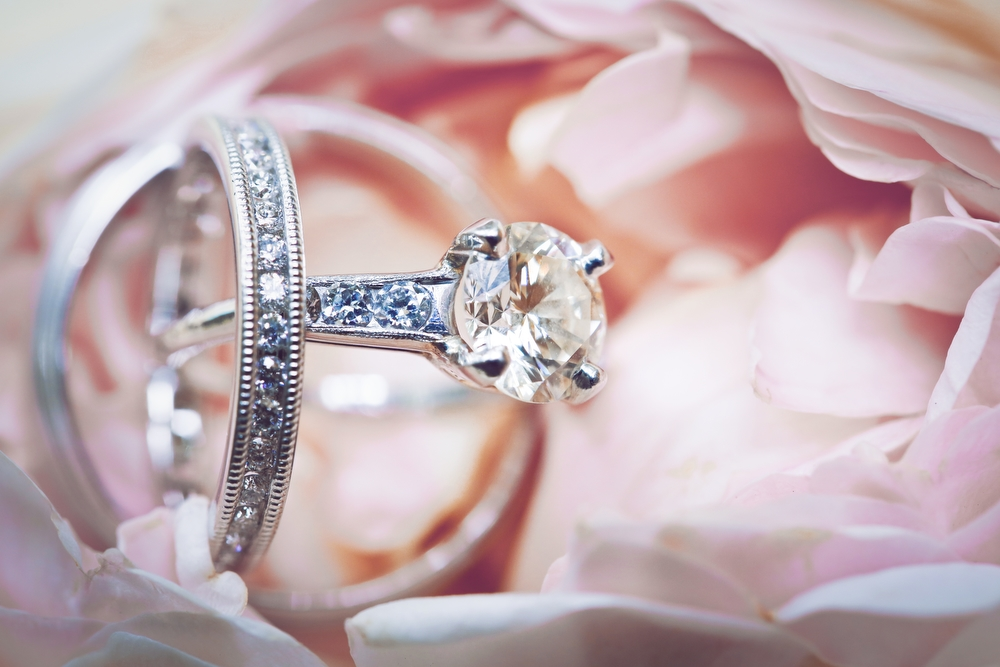 Artistic wedding ring photos