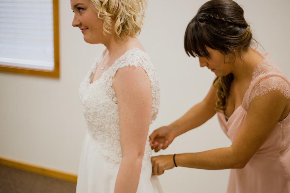 BrideGettingReady-0186.jpg