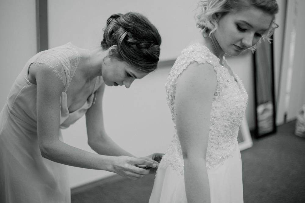 BrideGettingReady-0197.jpg