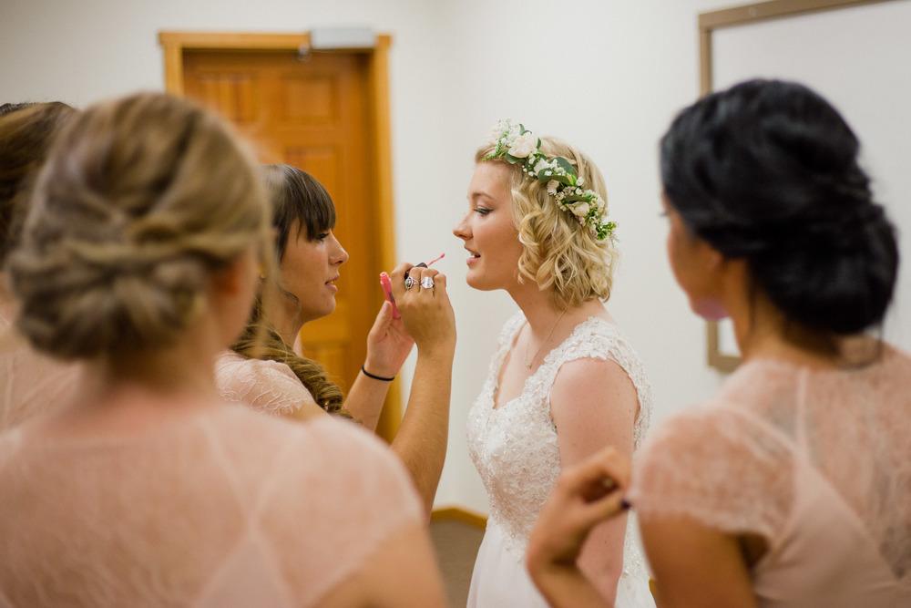 BrideGettingReady-0215.jpg