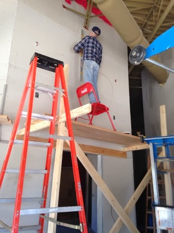 Yes. That is coy standing on a chair on scaffolding. Wow. So happy he is still with us :)