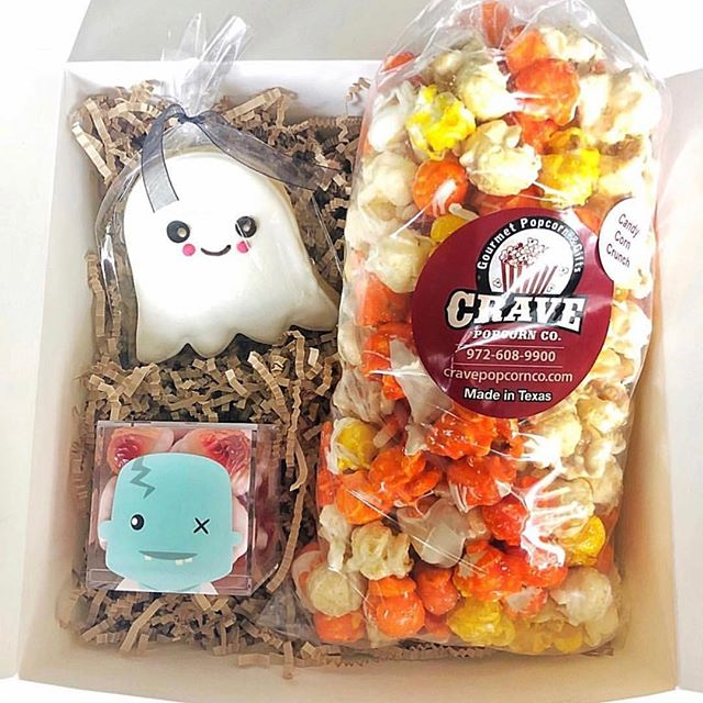 #tuesdaytreats @cravepopcornco 🍿👻🤖🎃 #underthepergola #sugarfina #cookiewhipped
