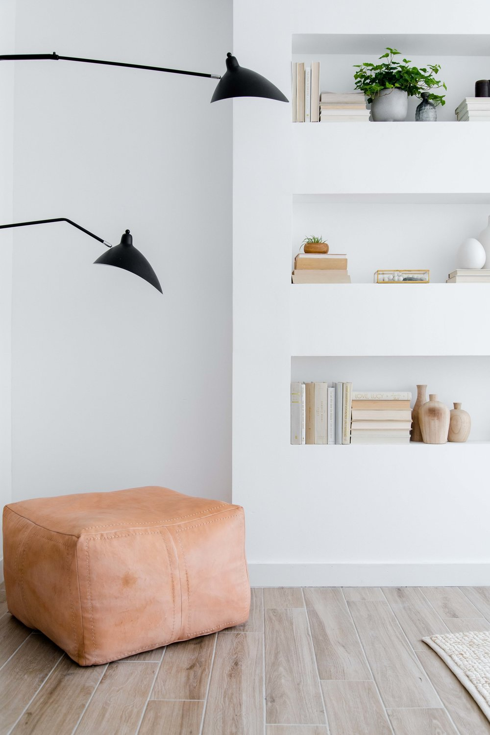 modern built in shelving with wall sconce - the habitat collective interior design - #projectpeachy