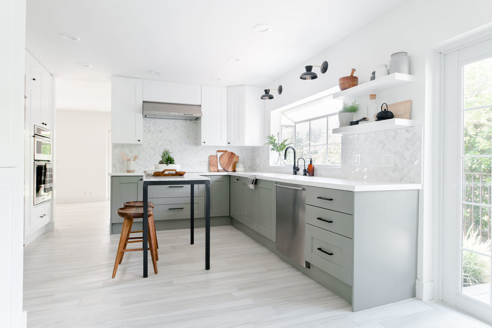 modern grey kitchen, marble backsplash, freestanding marble island - the habitat collective - project casinha linda