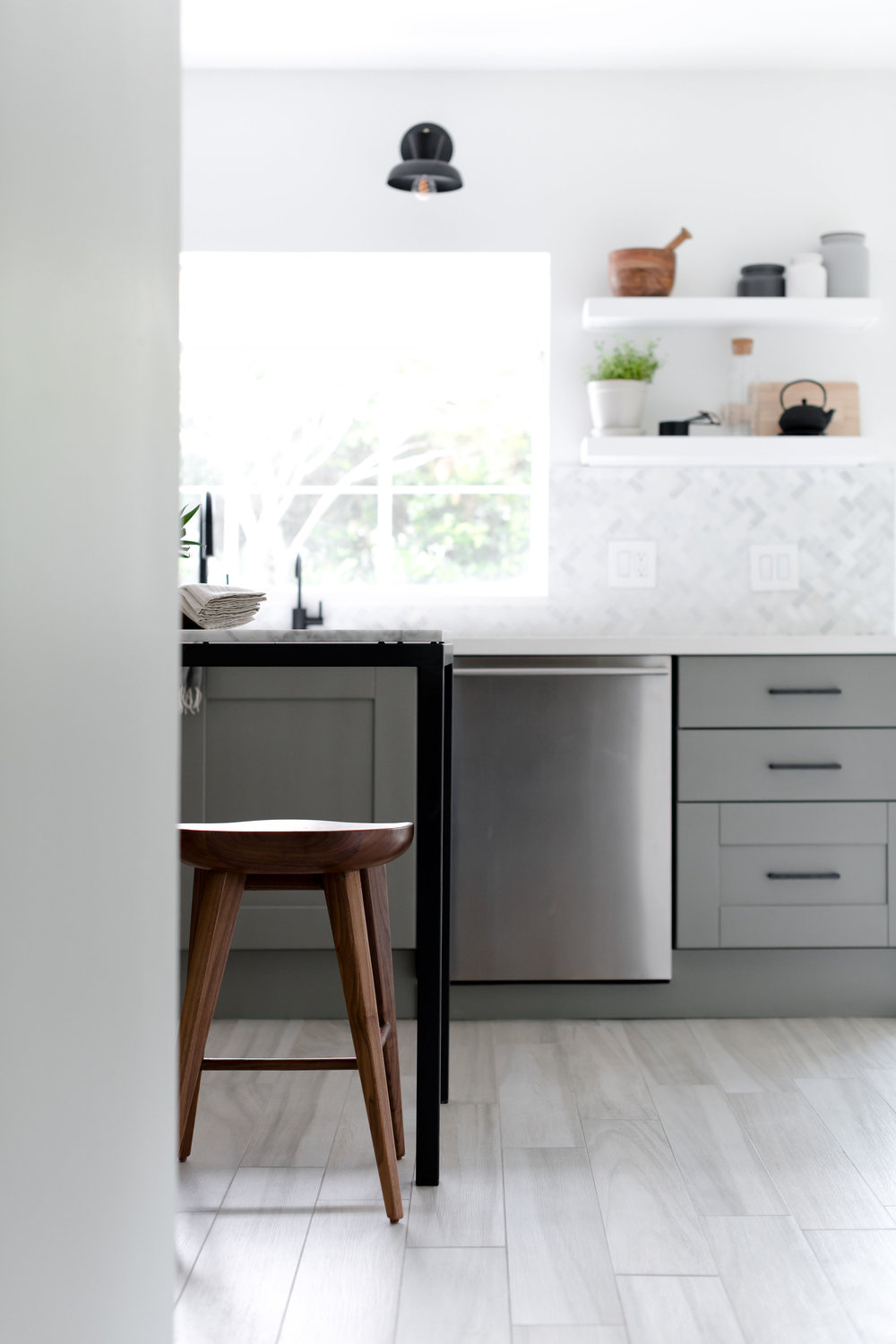 freestanding marble kitchen island in modern grey kitchen - the habitat collective - project casinha linda