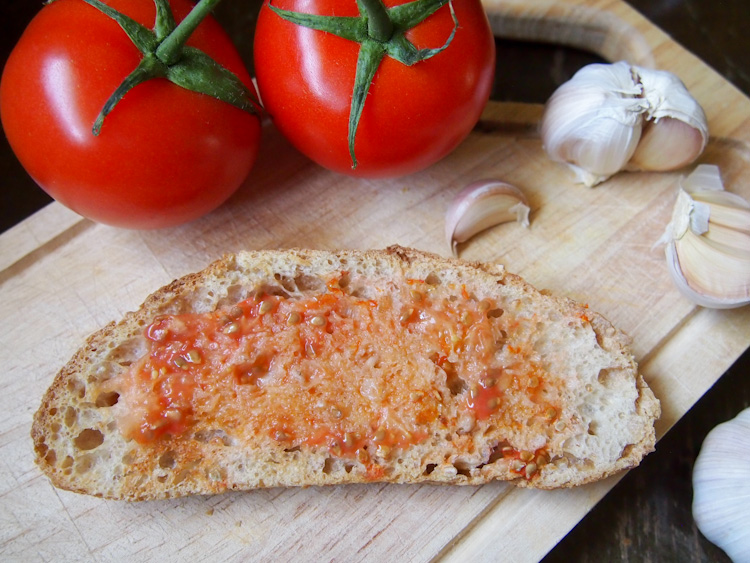 Catalan Tomato Bread | vermilionroots.com. Simple and tasty recipe from Spain of bread rubbed with garlic and fresh tomatoes.