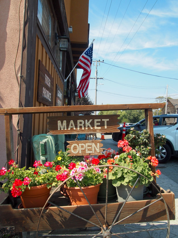Arcangeli Grocery in Pescadero, California | vermilionroots.com