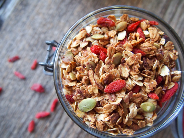 Goji Berry Granola | vermilionroots.com. A simple and tasty granola made with rolled oats, goji berries, pumpkin seeds and pecans.