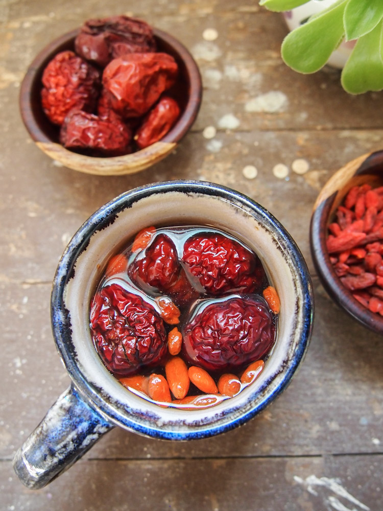 Jujube Tea with Cacao Nibs and Goji Berries | vermilionroots.com. A delicious tea with earthy sweetness from dried jujubes and dried goji berries, and a hint of smokiness from cacao nibs.