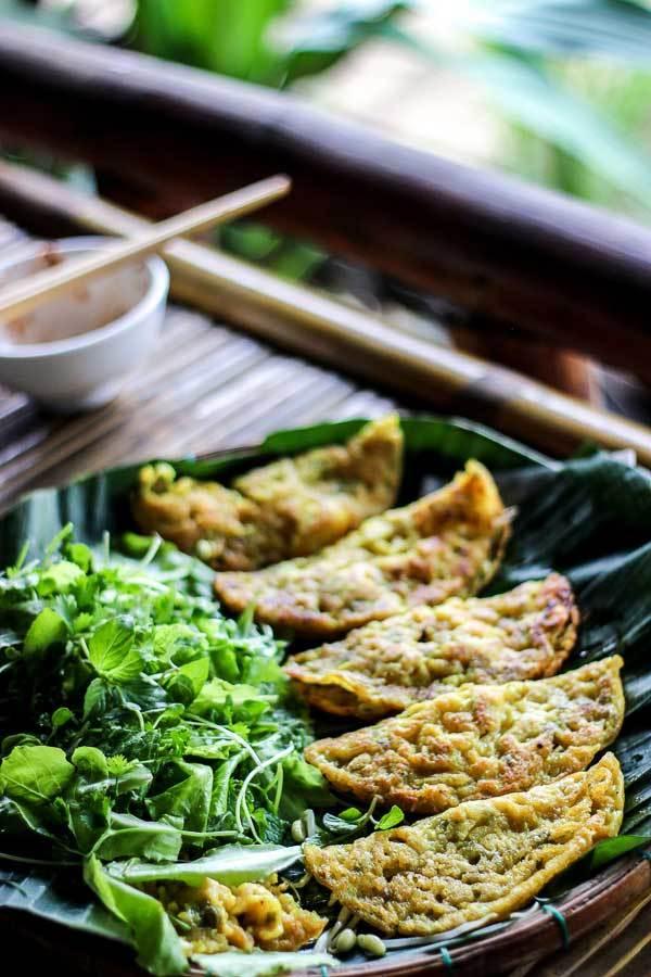vietnamese-crispy-rice-flour-pancakes-banh-xeo-7.jpg