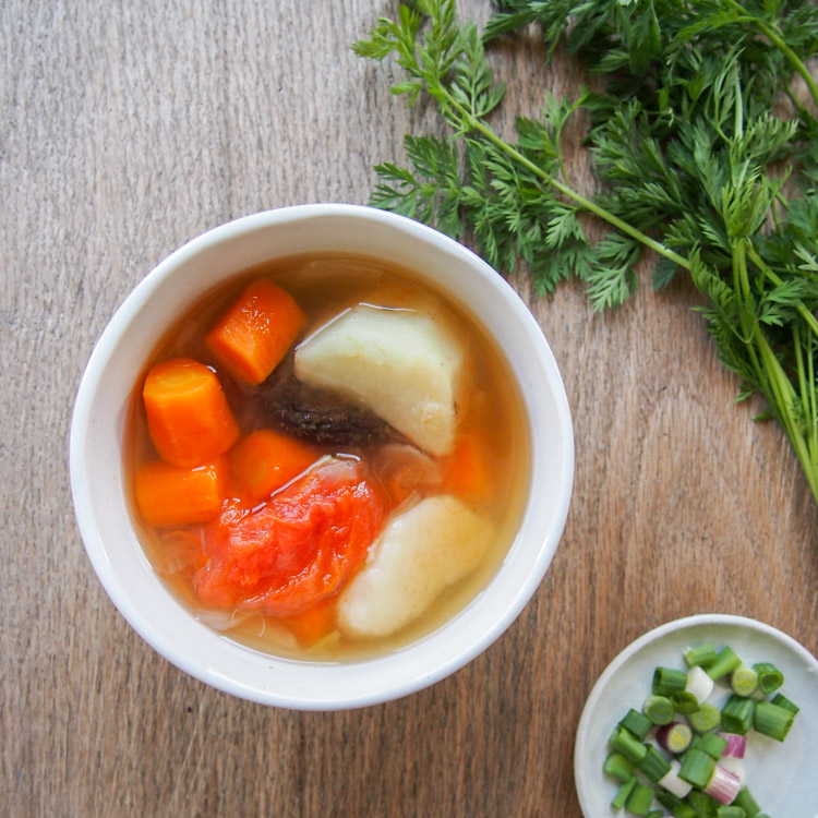 Vegan Chinese ABC Soup | vermilionroots.com. Only 5 ingredients to make this easy Chinese soup that's packed with vitamins.