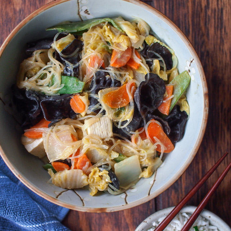 Vegetable stir fry with black fungus easy buddhas delight vegetable stir fry with black fungus easy buddhas delight vermilion roots forumfinder Image collections
