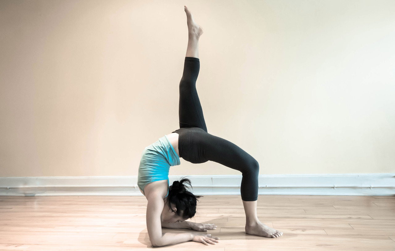 Eka Pada Viparita Dandasana : One-legged Inverted Staff Pose