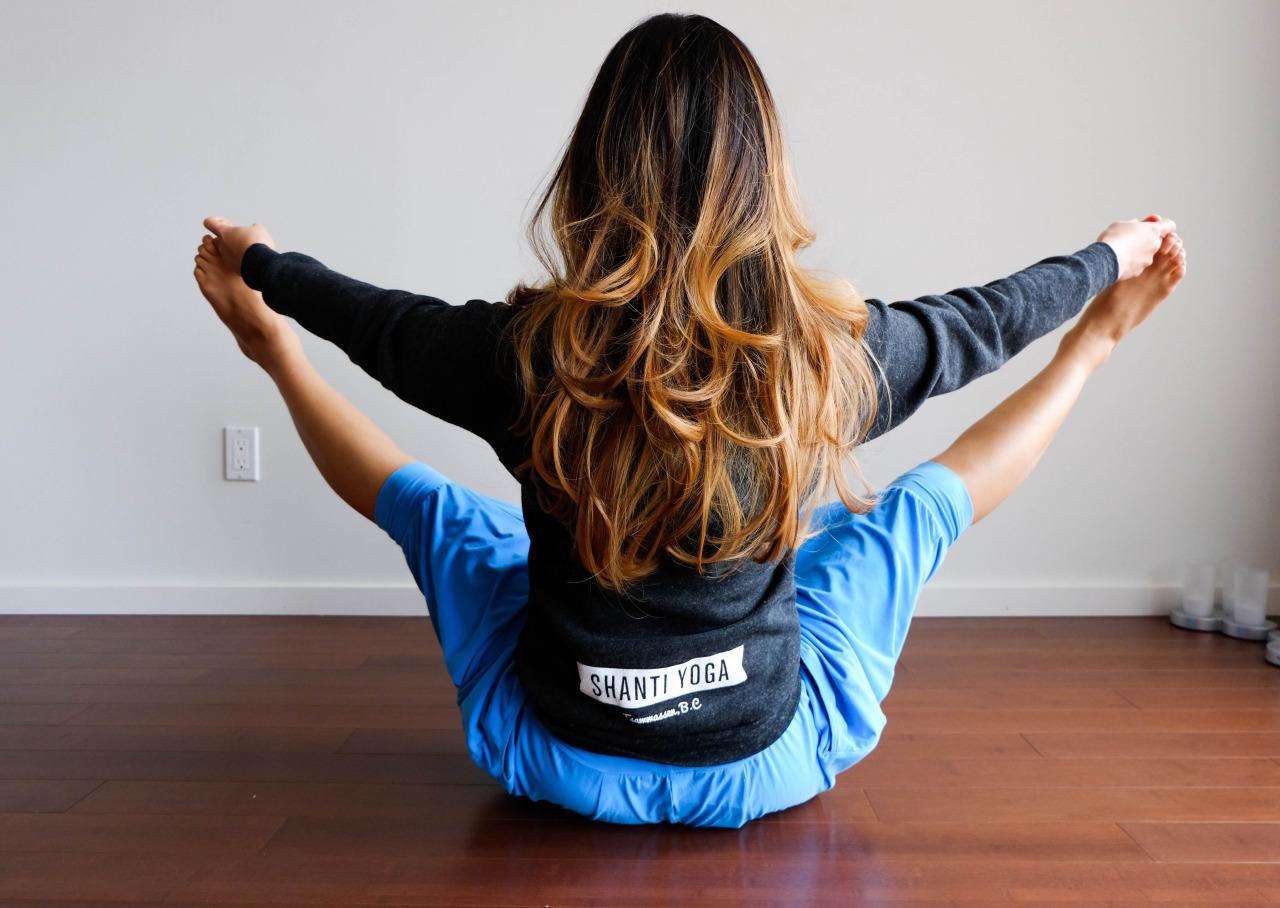 Eka Pada Viparita Dandasana  -  One-Legged Inverted Staff Pose