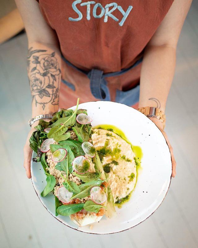 Kuka upea nainen on sun naistenpäivän dinner date?😘 Tule juhlistamaan tätä tärkeää päivää illalliselle Kortteliin✨ #storyrestaurants #storykortteli